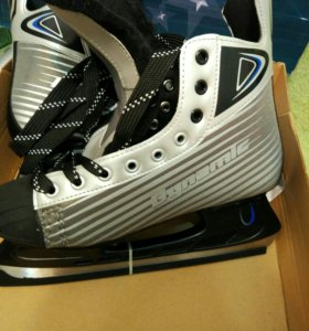 Хоккейные коньки новые