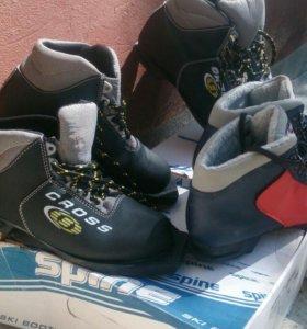 Лыжи и ботинки к ним