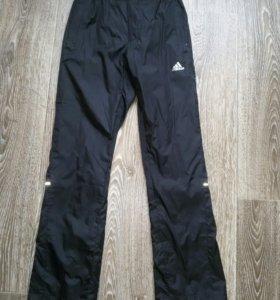 Спортивные брюки + ветровка.
