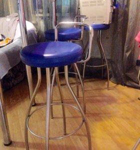 Барная стойка и 3 стула
