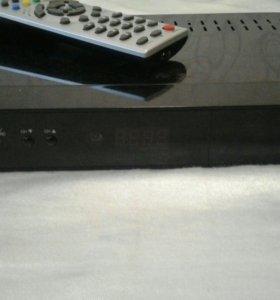 Приемник спутниковый Х-100. Работает в HD формате.