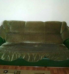 Диван и два кресла.