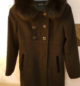 пальто с кроличьим воротником