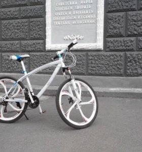 Велосипед БМВ X 1 на литых дисках