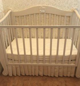 Детская кроватка с механическим маятником