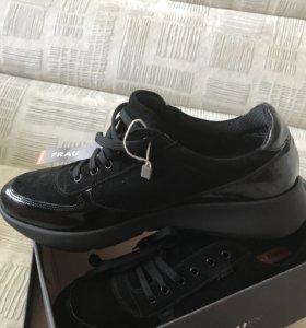 Туфли -кроссовки новые