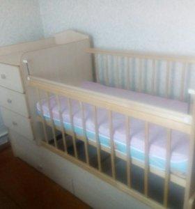 Кровать-трансформер с матрасом.