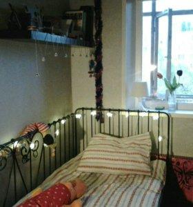 Кованая кровать-кушетка с матрасом