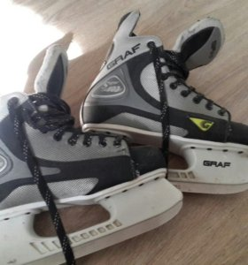 Продаются хоккейные коньки