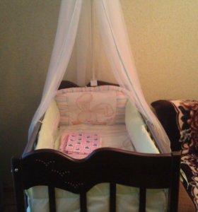 Кроватка+матрац+комплект в кроватку