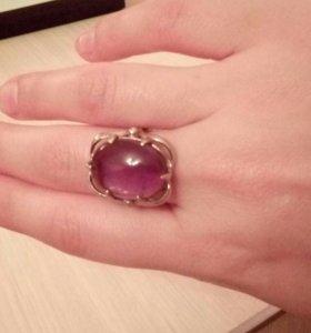 Кольцо серебряное с аметистом.