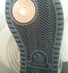 Оригинал зимние кроссовки 38р adidas