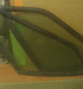 Два задних стекла с ВАЗ 2114