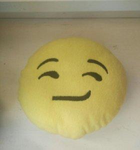 Маленькая подушка эмоджи