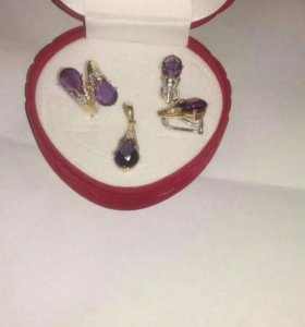 Набор кольцо,серьги и подвеска. Золото 585