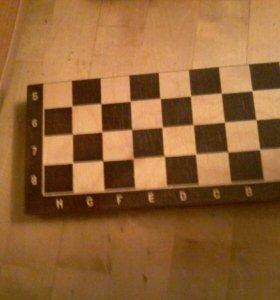 Шахматные доска и шахматы