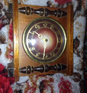 Часы механические в деревянном корпусе маяк
