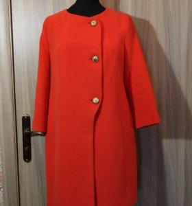 Новое пальто,оранжевого цвета из шерсти