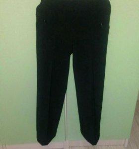 Школьный комплект ( брюки, юбка, пиджак.)