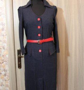 Шерстяное зимнее платье серого цвета с поясом