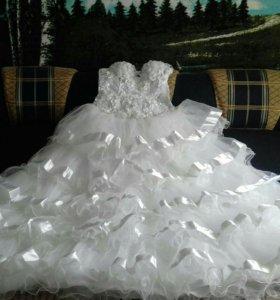 Свадебное платье. Красивое.
