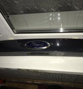 Молдинг на крышку багажника Ford Focus 3
