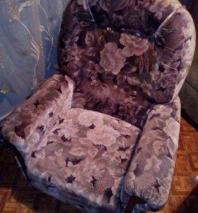 Два кресла по 500 рублей