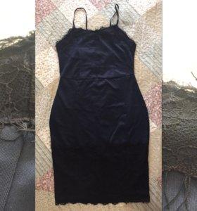 Новое темно-синее платье с кружевом