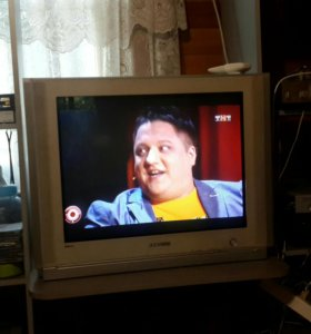 Телевизор SAMSUNG 72 диоганаль