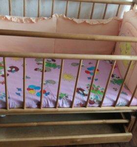 Кроватка-маятник с матрасом и бортиками