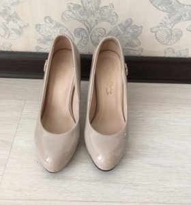 Красивые бежевые туфли 33 размера на золушку