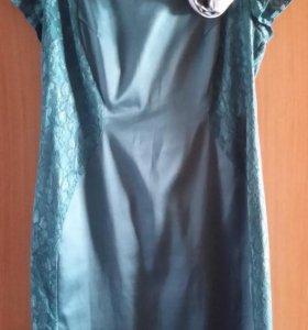 Платье изумрудное 54р-ра атлас+кружево