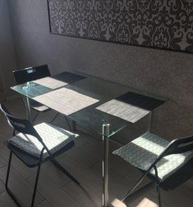 Зеркальный обеденный стол со стульями