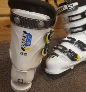 Продам детские горные лыжи , горнолыжные ботинки.