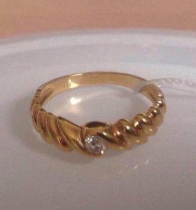 Золотое кольцо с бриллиантом 0.1 карата