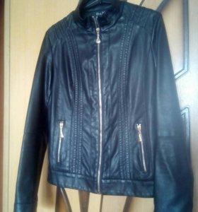 Курточка из экокожи,состояние идеальное