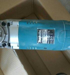 Продам ушм (болгарку) Makita GA9020SF
