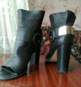 Женские вещи и обувь