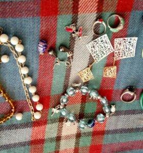 Кольца,серьги и браслеты-бижутерия