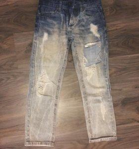 Рваные джинсы, джинсы-boyfriend