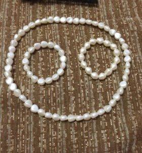Бижутерия:два браслета и ожерелье