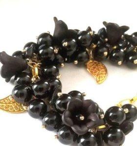 Чёрный цветочный браслет