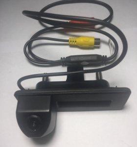 Камера заднего вида Skoda Roomster в ручку багажни