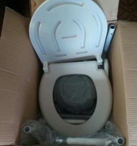 Стул-кресло с санитарным оснашением на колесах