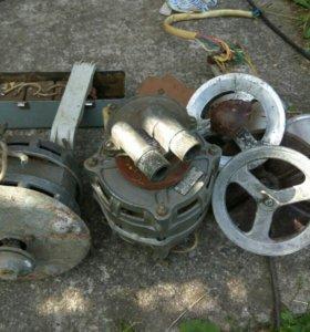 Два мотора, конденсаторы, два шкива.