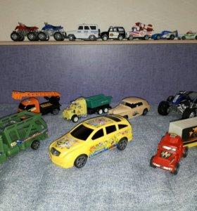 Машинки из пластика 14 штук