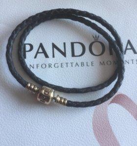Золотые шармы Пандора и браслет.
