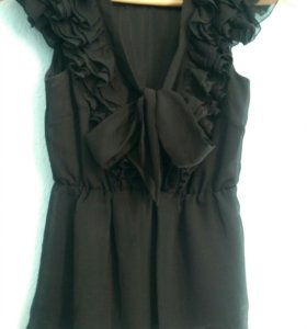 Блузка черная с оборками. Новая. Размер 34