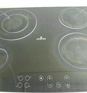 Независимая варочная плита Ariston, стеклокерамика