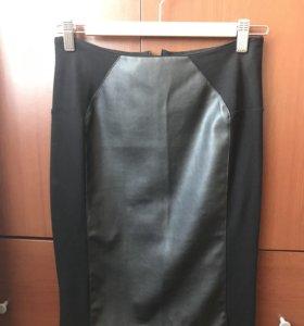 Женская кожаная юбка с трикотажными вставками